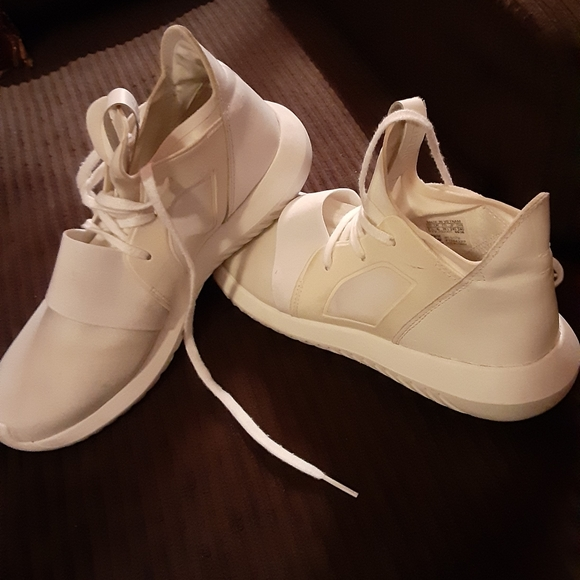 adidas Shoes - Women's Adidas Tubular Shoes